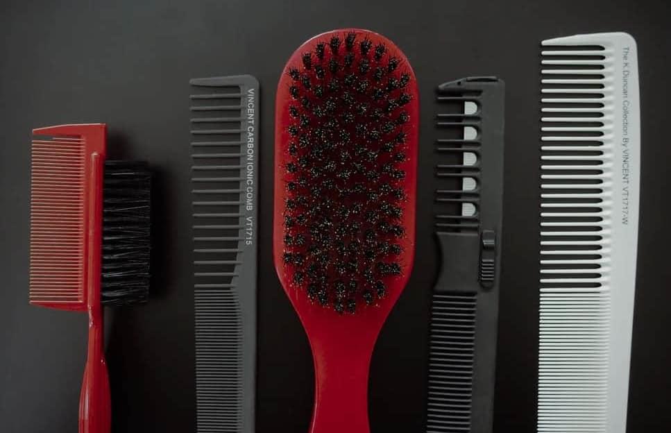 Ad ogni capello la sua spazzola.. e il pettine?