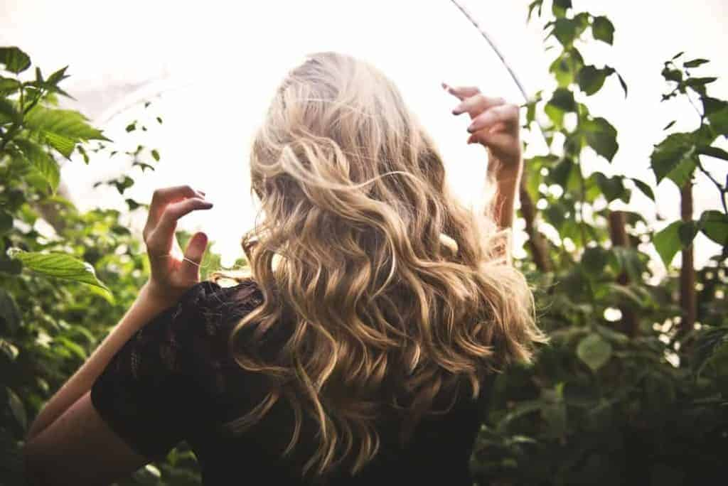 Tendenze colore estate 2021: capelli chiari